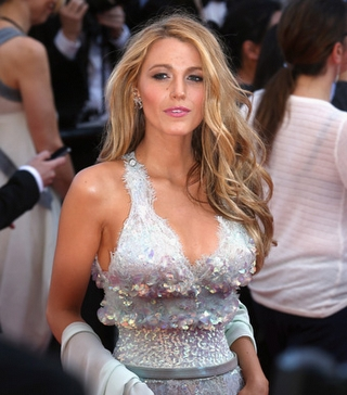 Blake Lively Chanel Tuvaletiyle
