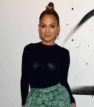 Jennifer Lopez`in Kloş Etek Stili