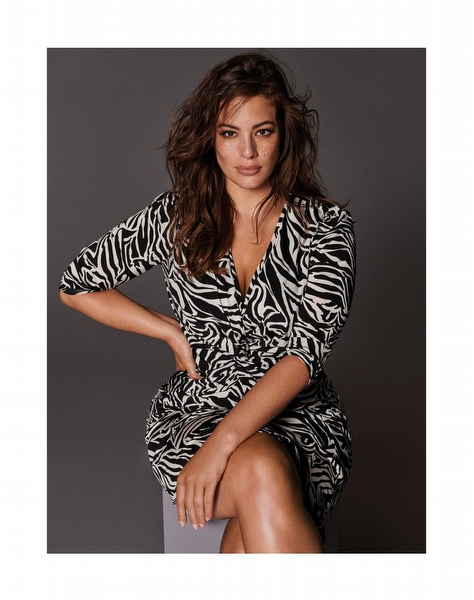 Violeta by Mango'nun Başrolünde: Ashley Graham